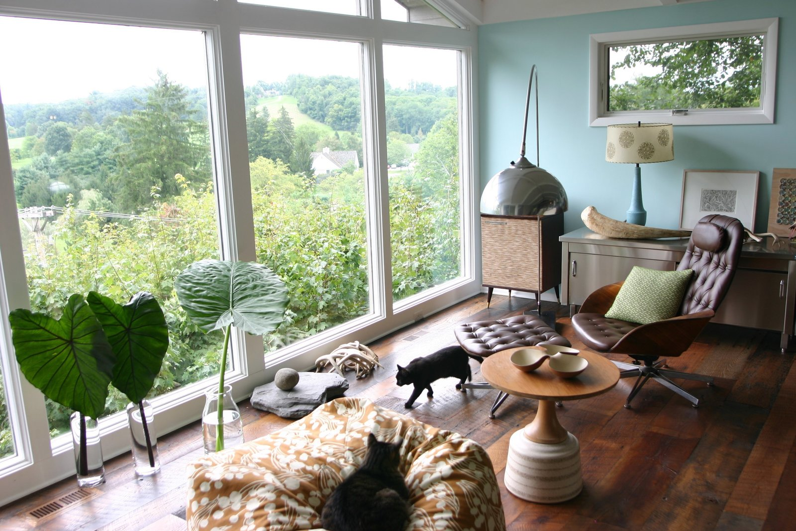 Textile designer Amy Butler lives in a post-and-beam midcentury house in Granville, Ohio, where she's paired her own fabrics and wallpaper with streamlined vintage pieces like a Mulhauser for Plycraft chair upholstered in brown leather. Photo via Dose of Happy.  Photo 4 of 6 in Mr. Chair by George Mulhauser for Plycraft