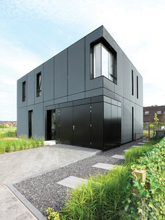 Built in a friendly suburb in Arnhem, the aluminum facade has a unique metallic powder coating which changes color according to light conditions.