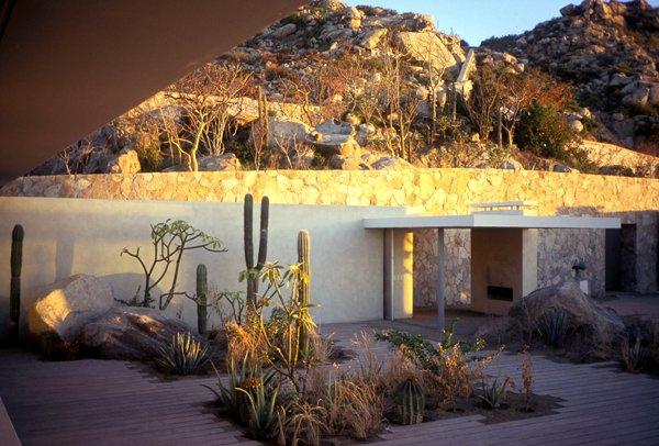 "Casa Cabo, Cabo San Lucas, Mexico, 2002. Landscape design: Margie Ruddick. Architecture: Steven Harris Architects. Interior design: Lucien Rees Roberts. Photo: Scott Frances  Photo 5 of 5 in ""Born to Rewild"" with Landscape Designer Margie Ruddick"