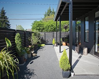 Rahman did her own landscaping in the garden outside her house. The cedar fence was made with planks that were charred and sealed following the ancient Japanese shou sugi ban technique, which is supposed to make the wood resistant to fire, rot, and insects.