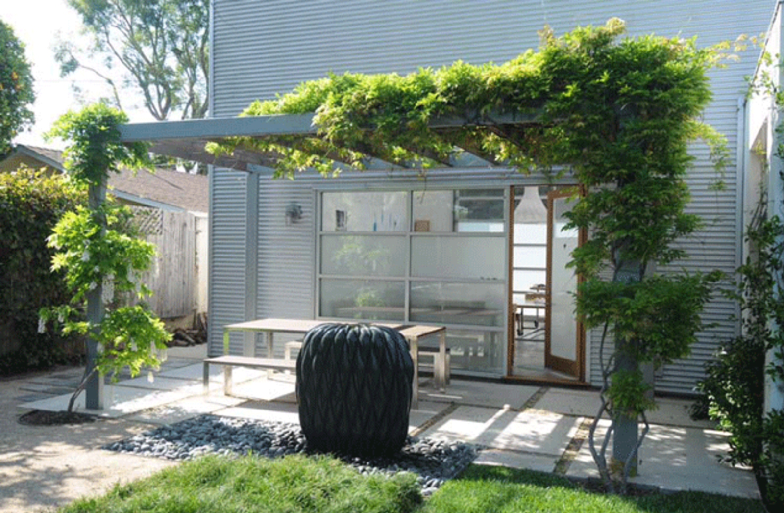 The art studio at the Garten & Reid Residence is located across the rear yard, and acts as a contemporary counterpoint to the house's midcentury leanings.  The Great Outdoors from Dwell Los Angeles Home Tours Day #1 Preview: West Side