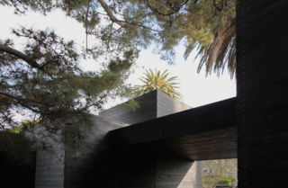As in other homes by Sebastian Mariscal, such as the Wabi House in San Diego, a series of light and shadows interact against the facade of Dwell Home Venice.