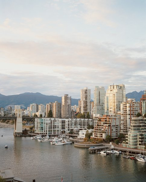 With its proximity to both water and mountains, Vancouver makes for a wonderful getaway destination.  Photo by: João Canziani