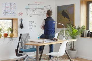 A coat of white IdeaPaint can expand the limited scope of a home office.