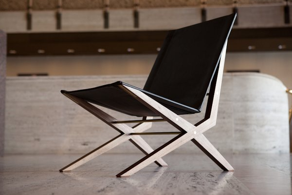 Also from DWR, the Ø chair by designer Asher Israelow. A cantilevered seat encourages relaxation by creating a floating feeling for its occupant.