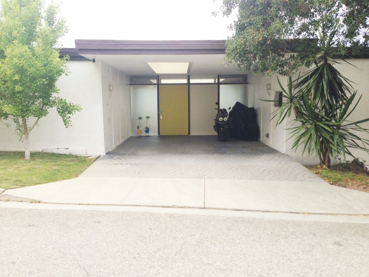The front facade of H House, a 1962 house by architect Richard Banta restored by resident Brent Nichols.  Photo 5 of 10 in Dwell Los Angeles Home Tours Day #2 Preview: East Side and Downtown