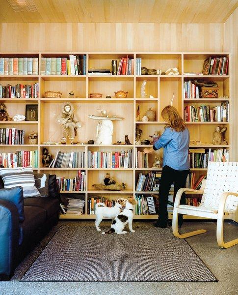 Architects Mayer Sattler-Smith designed the bookshelves and Alvar Aalto the 406 lounge chair for Artek.