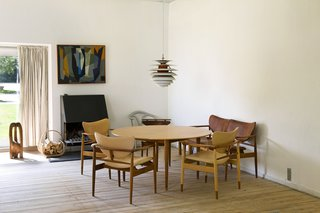 A collection of Juhl's chair designs can be found in the seating area of the master bedroom; a 1942 prototype chair, Karmstool (1953), three 48 chairs and a two-seat sofa (1948). Poul Henningsen's 1962 chrome plated Contrast lamp 1962 hangs over the table.