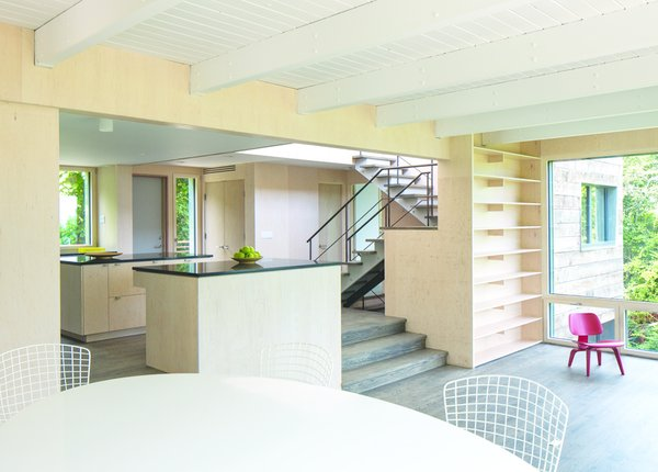"""An existing 1970s house was renovated to Passive House standards of construction, though the north-facing views and sheets of glass prevented it from meeting true Passive House energy calculations. The architects, Ryall Porter Sheridan, estimate that its """"the second most energy-efficient structure on Long Island."""" Photo by: Ty Cole."""