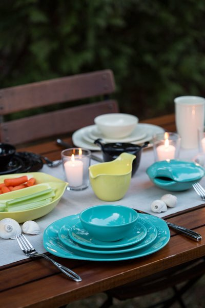 Russel Wright's iconic Residential Collection is a great dining option for a summer party. Crafted from melamine, this Full Place Setting can be used indoors and outdoors. The inviting palette adds a cheery pop of color on and outdoor table.