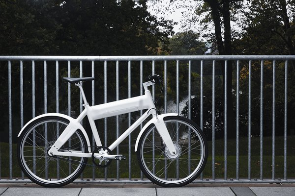 """An ultra lightweight frame—less than 44 pounds—makes OKO one of the most agile e-bikes around. Easy to carry on the sidewalk and nimble to operate on the road, it is designed specifically for busy city-dwellers. """"I hope savvy commuters will travel even further every day with a sense of tranquility and comfort,"""" says Biomega founder and designer Jens Martin Skibsted."""