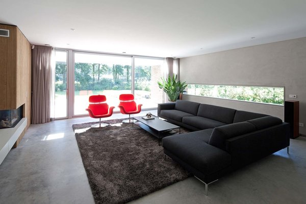 The living room opens to the backyard thanks to a large sliding glass door.