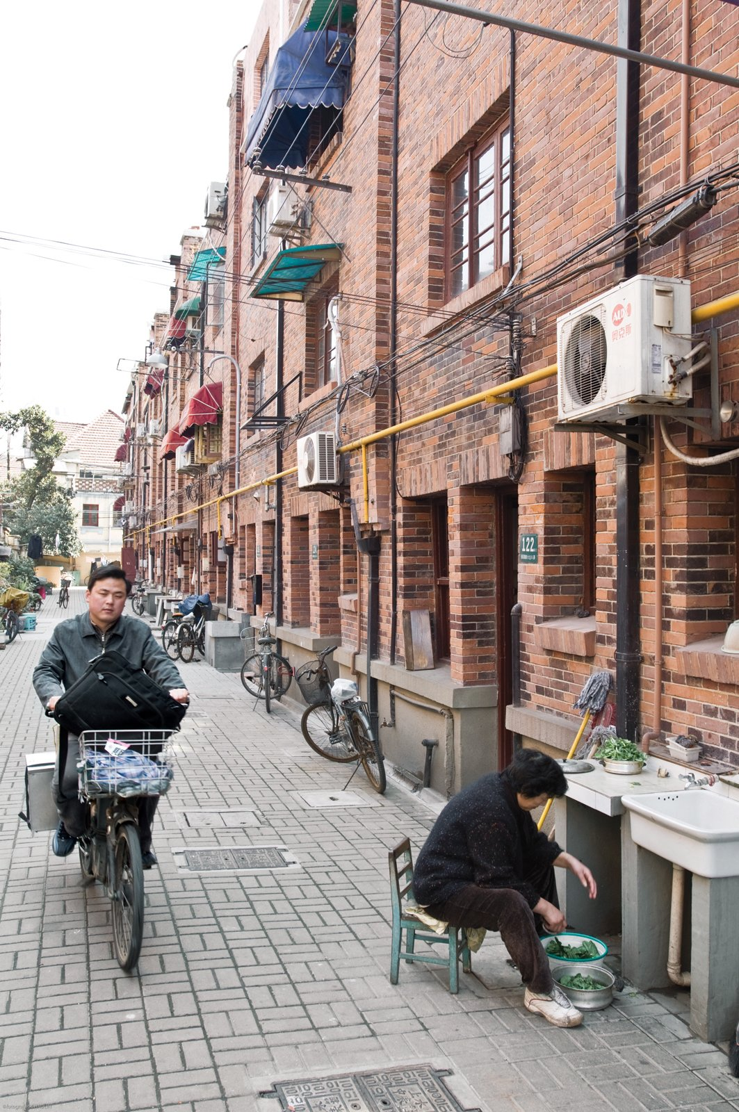 Together with architect Nunzia Carbone, Italian expat Edoardo Allegranti renovated a traditional 1930s brick row house on a residential alleyway in central Shanghai.  Photo 2 of 11 in Modern Lilong House Renovation in Shanghai