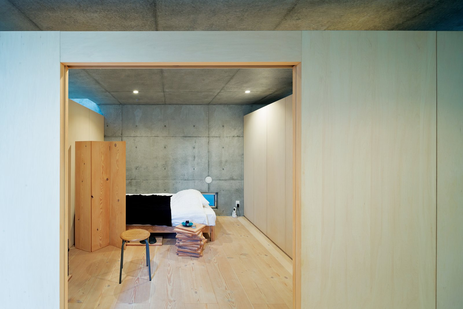 """Bedroom """"We adjusted the combinations to see what kinds of spaces they created in relationship to the site and the surrounding buildings,"""" his associate Satoshi Ohkami explains.  Photo 4 of 7 in Open-Plan Concrete Home in Japan"""