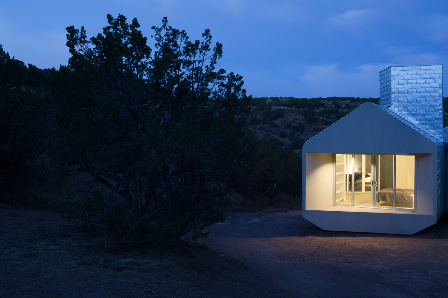 Prefab Units Cluster Together in This Off-the-Grid Guesthouse