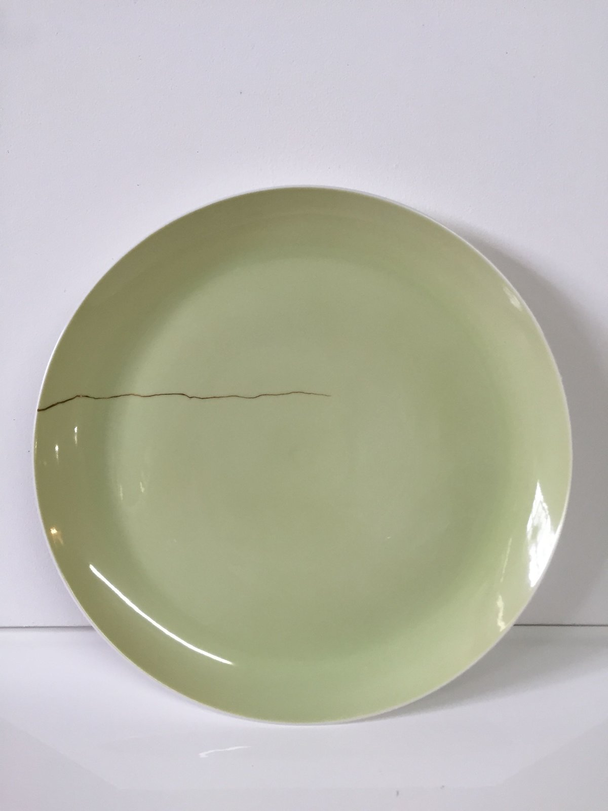 Faux Repair Plates (2000), set of 12, by Ted Muehling, estimated at $4,000–$6,000. From the acclaimed German manufacturer Porzellan Manufaktur Nymphenburg, this set of twelve plates references the Japanese tradition of drawing attention to imperfections. Ted Muehling simulates cracks in the glaze by painting sinuous gold lines onto the surface.  Photo 5 of 10 in Design Guru Murray Moss Launches an Auction With Paddle8