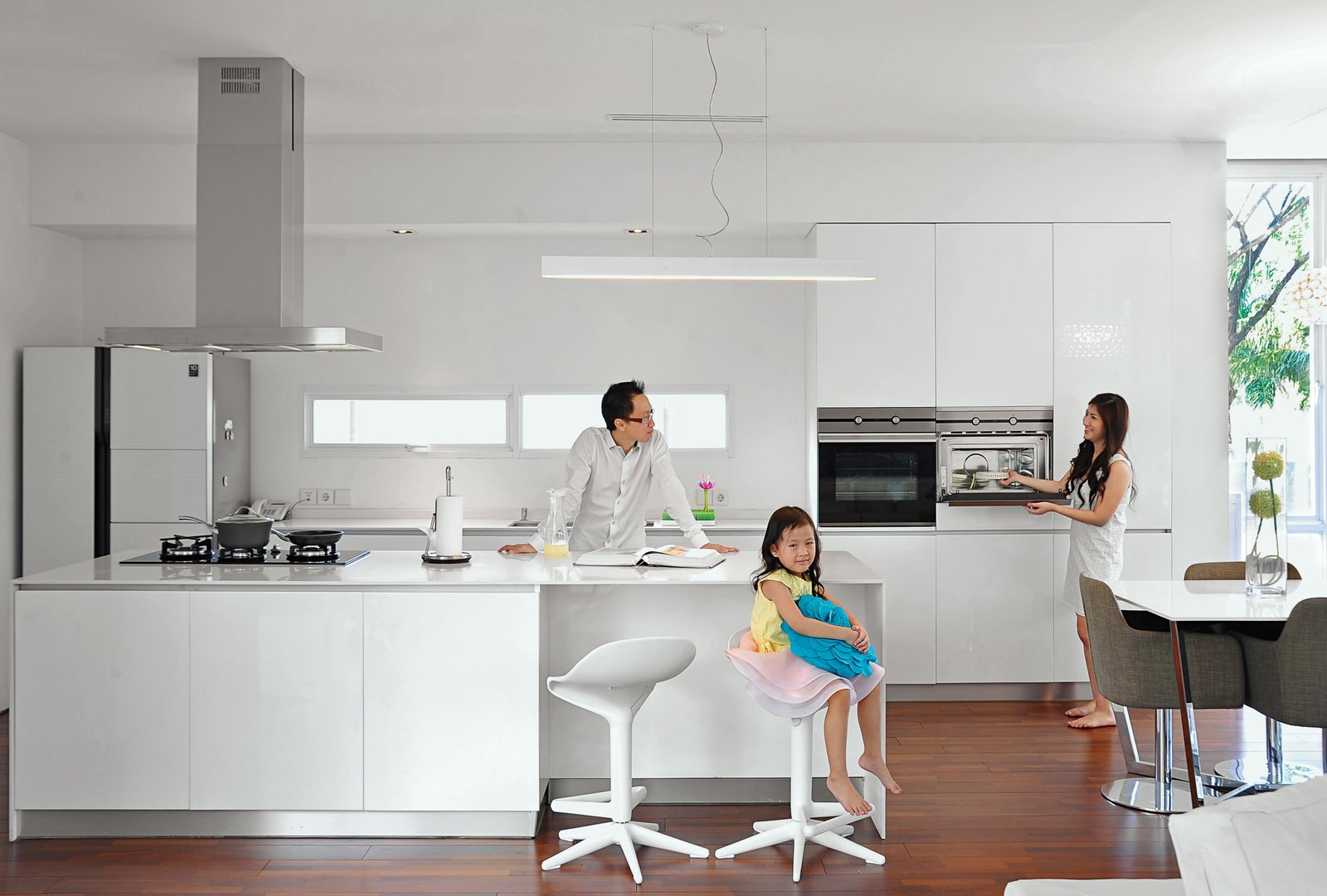 Articles about 7 winter white kitchens and bathrooms on Dwell.com