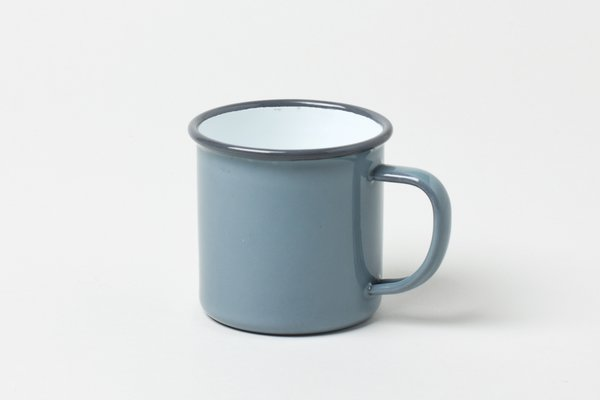This classic Falcon Enamelware Mug is safe for even your hottest cups of coffee and cocoa. Although it is extremely durable, the mug is not bulky. The expertly crafted enamelware is thin, and the simple handle appears delicate, while remaining stable and strong.