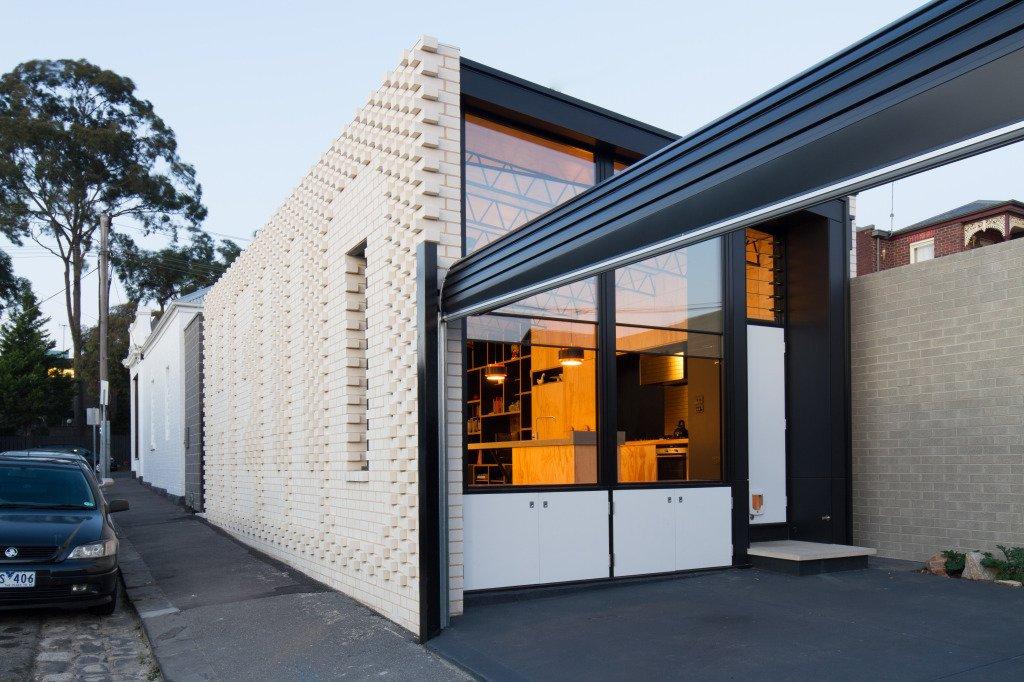 Hello House garage