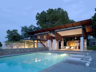 Striking Pool and Guest House in Virginia