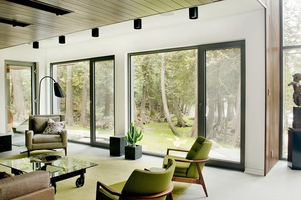 Low-impact materials were also used for the interior design, which is comprised primarily of concrete, glass, stone, wood, and steel. A palette of mostly light and neutral shades puts the attention on the views.
