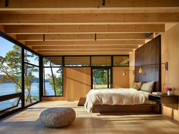 On San Juan island, Pole Pass is an intimate waterfront retreat built to serve as a gathering space that takes advantage of the temperate Pacific Northwest summers.