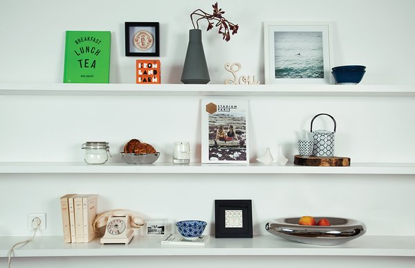 Among Hansen's treasured objects are a sign bearing her daughter, Lou's, name and a Milia Seyppel vase.