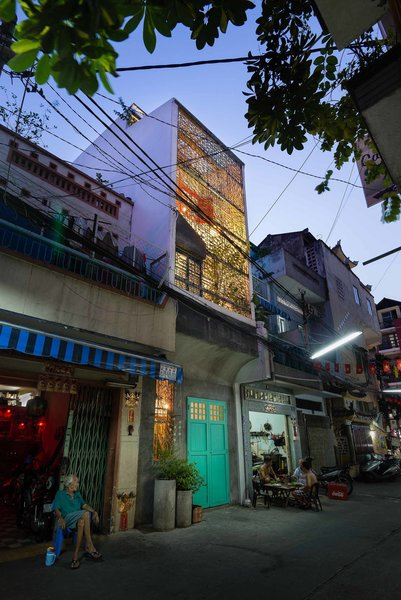 A patterned steel frame serves as a front wall to the street, allowing for light and noise to penetrate the interior. The owners were adamant about the importance of integrating the culture and traditions of Saigon into their home, hoping their children would grow up with a knowledge of and appreciation for the city.