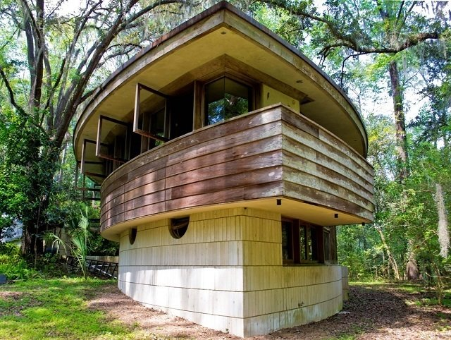 """The """"hemicycle"""" layout of the house is one of only 12 or 13 similar structures designed by Frank Lloyd Wright around the world.  Frank Lloyd Wright's Endangered Spring House  by Allie Weiss"""