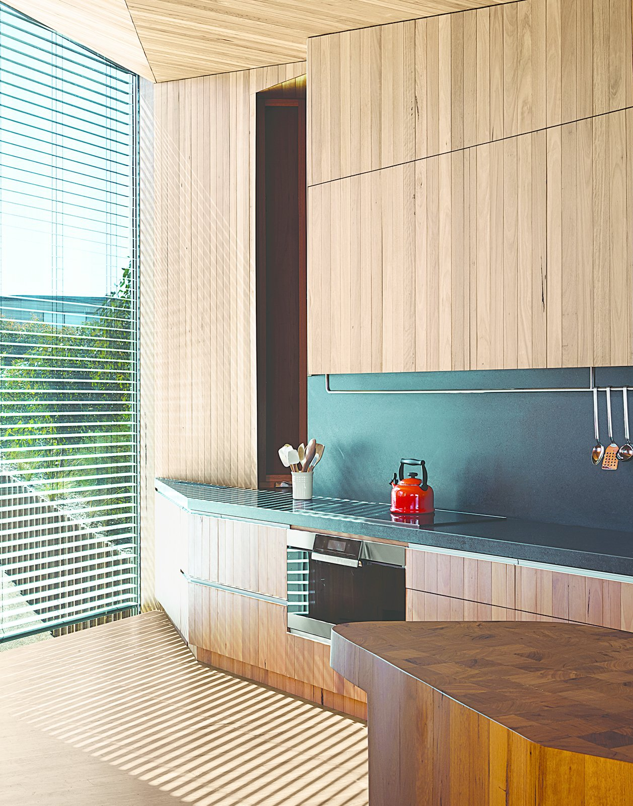 Wardle's firm designed the end-grain butcher's block (left), which serves as an end-of-day gathering point where their kitchen meets the dining area.  Photo 6 of 10 in This Surfer Rules the Ocean from a Cliffside House