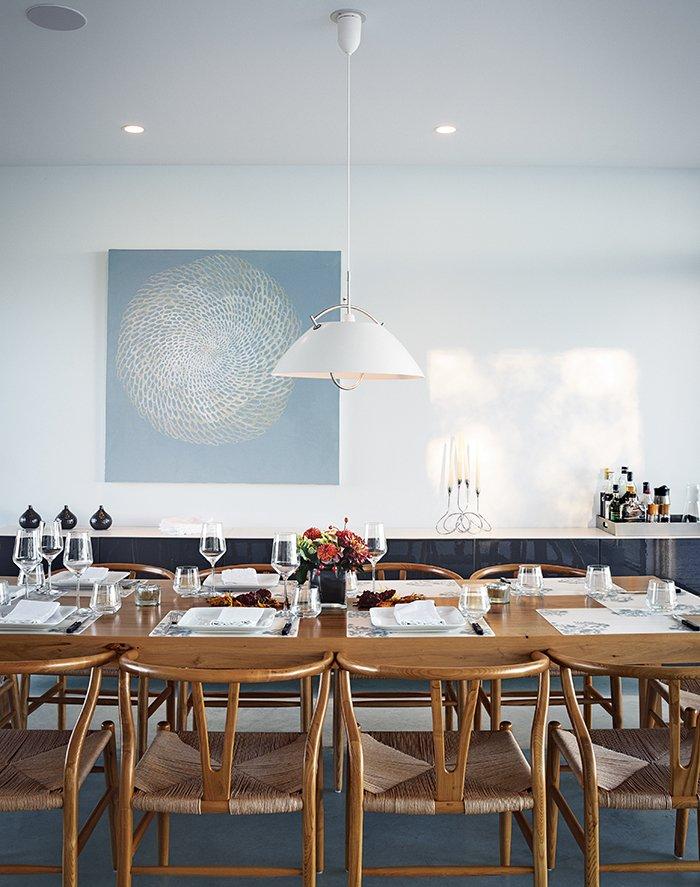#seatingdesign #seating #diningroom #tabletop #pendant #lighting #HansWegner #CarlHansen&Søn #Cabinet #diningtable #CloudWhite #BenjaminMoore #Meshed #AnnaYuschuk  Photo courtesy of Christopher Wahl   100+ Best Modern Seating Designs