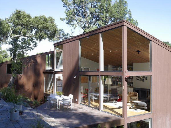 From the deck you really get a sense of the two main volumes of the house. One faces inward and the other out, a fine representation of Boone's ideas about the division between work space and living space.