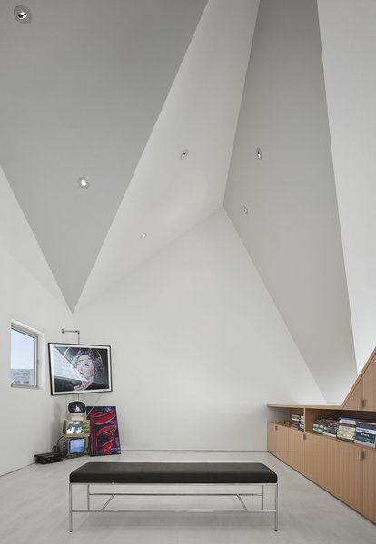 The ceiling features pin lights that effortlessly blend within the folded surfaces to make the studio feel as spacious as possible.