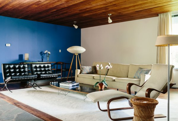 Thankfully, the house came with many of its furnishings, including a 1940s Florence Knoll sofa, an Elliptical table by Charles and Ray Eames, a George Nelson tripod floor lamp, and a Breuer-designed Long chair. A pair of Barcelona chairs by Mies van der Rohe replaced two Arne Norell Sirocco armchairs.
