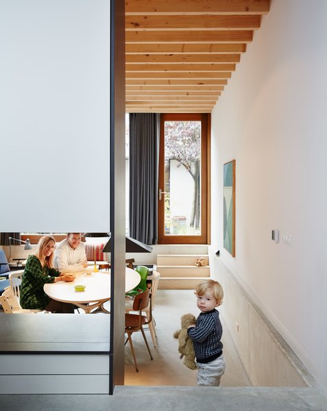 Architect James Jeffries crafted the kitchen table by joining a birch plywood surface with the base of a collapsible catering table, purchased at a furniture sale held at an old office building.
