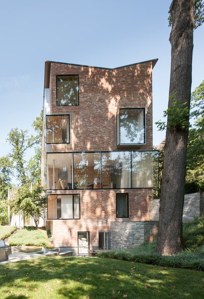 For the southeast-facing facade, which is concealed from street traffic, Tehrani opted for transparency, repositioning bricks to place a sculptural collage of protruding box windows and a glass expanse.