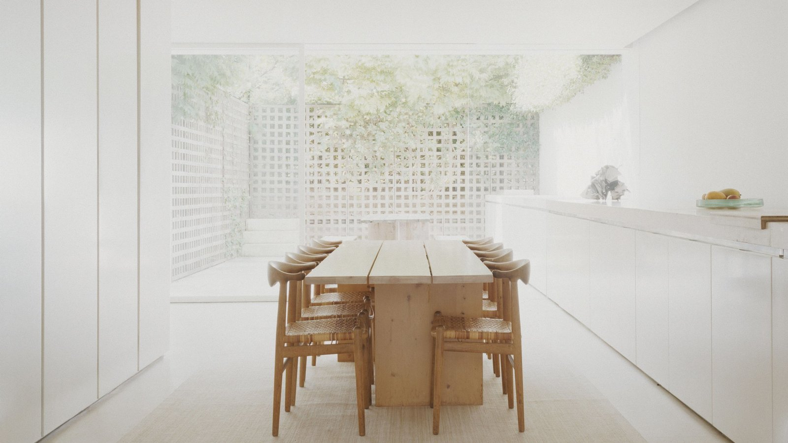 Via Dezeen, photo by John Spinks  Photo 8 of 11 in This Week's 10 Best Houses