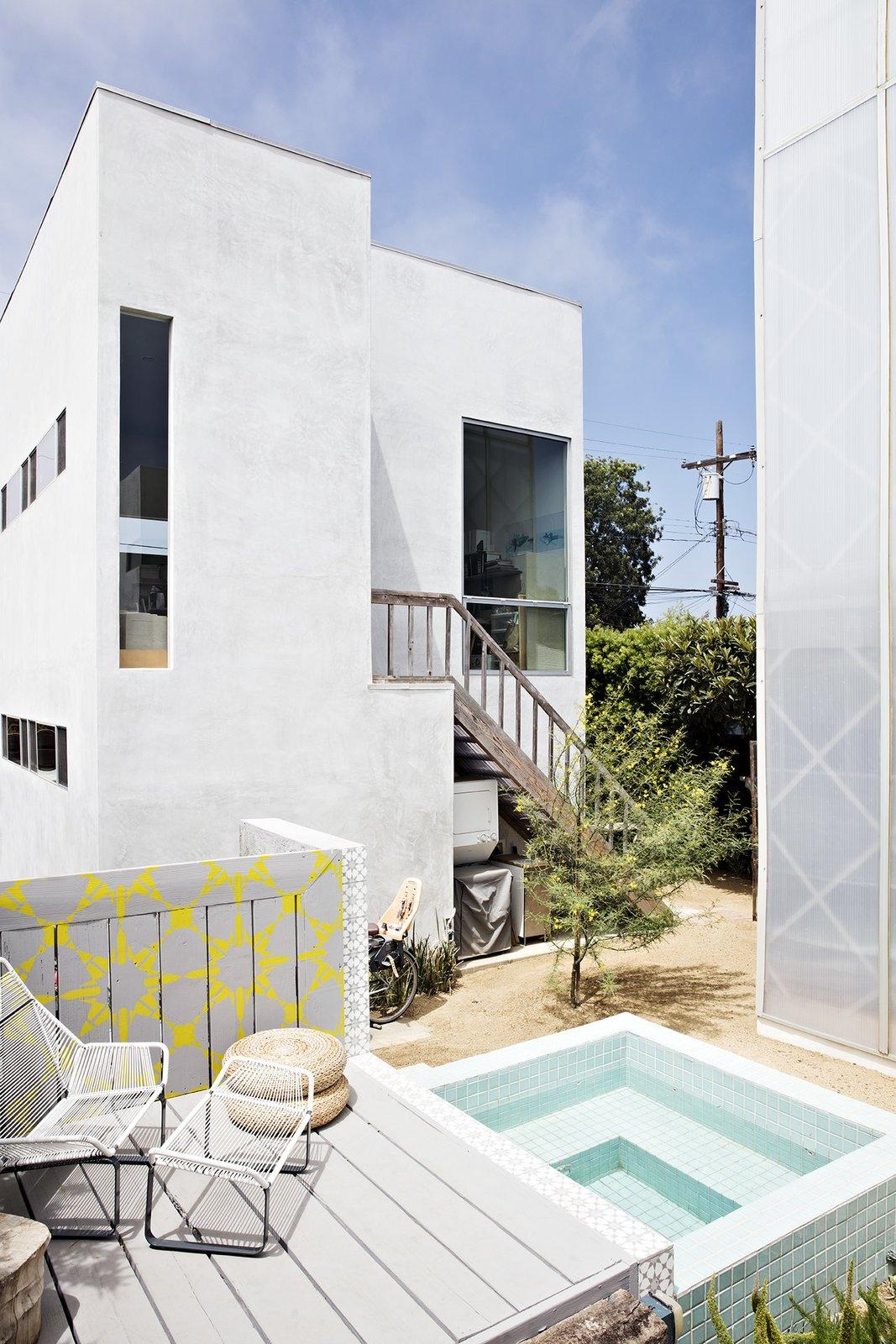 Vertical Venice prefab backyard
