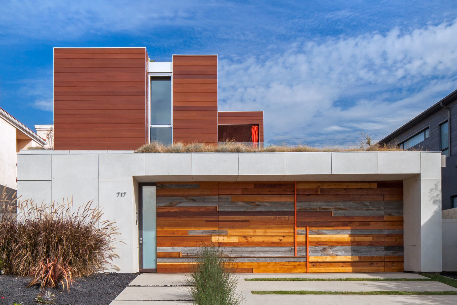 Efficient Prefab Panels Form This Southern California Abode