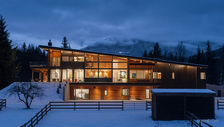 Exterior, Prefab Building Type, and Wood Siding Material Project Name: Unknown  Photo 11 of 20 in 19 Modern Prefab Companies Perfect for Mountain Living