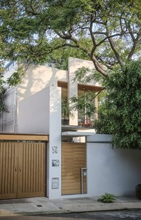 In choosing materials, Paul evaluated their efficiency—and was surprised to find that local wasn't always best. In one nod to Mexican design, the structure is finished with fine plaster and white paint.