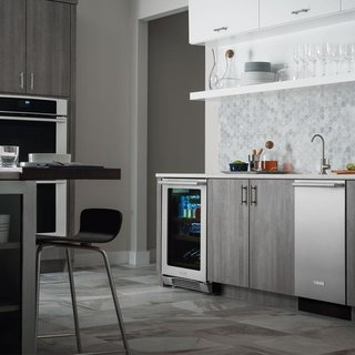 With Energy Star certification and an annual run cost of only $31, the IQ-Touch is a worthwhile investment. Electrolux has also been able to maintain energy efficiency without lengthening the cycle run time, which clocks in at 113 minutes. Three adjustable racks and two spray arms are hidden behind a clean stainless-steel facade with a simple handle.