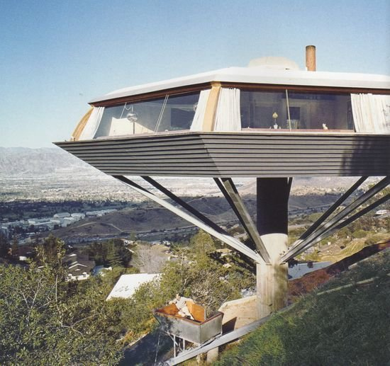 Exterior, House Building Type, and Glass Siding Material Film: <i>Body Double </i>(1984)  Photo 13 of 16 in 10 Modern Homes That Made a Star Appearance in Films
