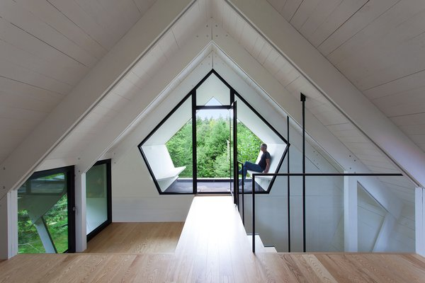 The pentagonal geometry of the  third story is echoed by an Alumilex  window.