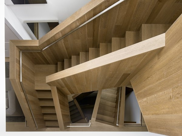 The stairs are made of fumed and stained-engineered oak with a solid oak cap. Thanks to its complex geometrically, no level is the same.