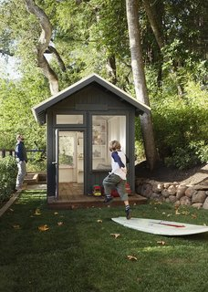 Stefanie designed the hut. It was constructed by landscaper Ronald Gramajo, who also did the plantings and irrigation on the property.  Mill Valley, California Dwell Magazine : September / October 2017