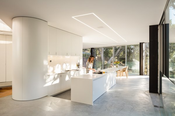 These 30 White Kitchens Are Anything But Ordinary