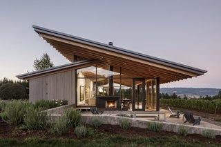 Set at the top of the vineyard, the tasting room opens up to the valley with a structural glazing system that provides guests with stunning panoramic views.