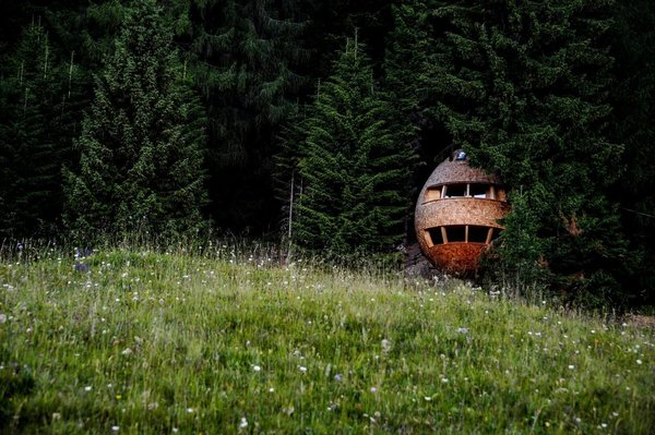 In the woods of Malborghetto Valbruna in the Italian Dolomite commune of Tarvisio reside a pair of egg-shaped tree houses.