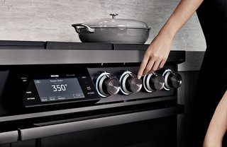 With the touch of your finger, the Dacor Illumina knobs light up and the Wi-Fi-enabled seven-inch LCD Touchscreen interface comes to life, complete with pre-programmed guided cooking presets.